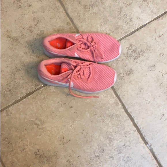 Pink and white size 7 1/2 new Nike tennis shoes
